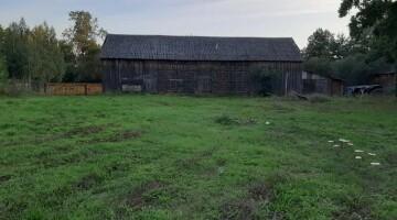 SPRZEDAM BEZPOŚREDNIO zabudowane siedlisko +działki rolne i leśne nad rzeką Liwiec.